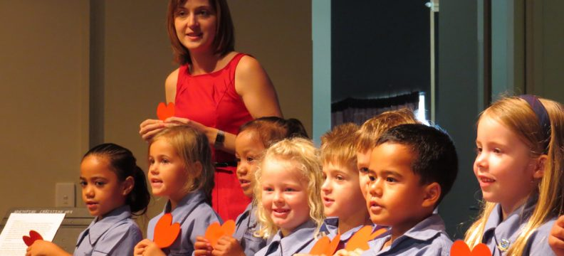 Children performing at Refresh